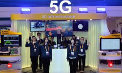 SK Telecom showcases its technological capability for building an end-to-end 5G system at MWC 2016 (PRNewsFoto/SK Telecom)